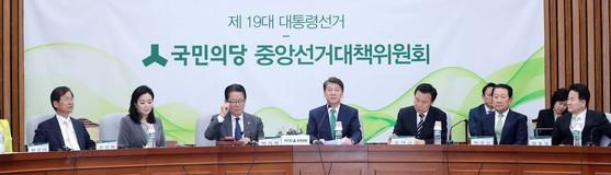 지난 13일 국민의당 중앙선거대책위원회 회의 모습 [중앙포토]