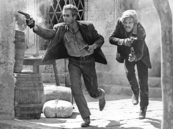 1969년 영화 '내일을 향해 쏴라'의 마지막 장면. 왼쪽이 폴 뉴먼, 오른쪽이 로버트 레드포드.[중앙포토]