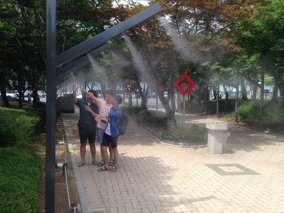 대구 공원에 설치된 쿨링포그 시스템. [사진 대구시]