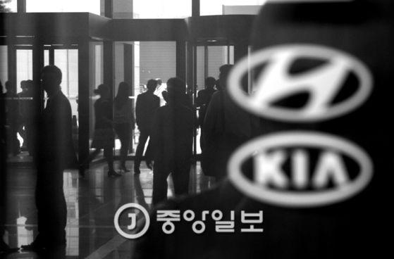 서울중앙지검은 27일 세타2 엔진 결함 은폐 의혹과 관련 형사5부에 사건을 배당하고 수사에 나섰다. [중앙포토]