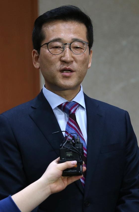최명길 더불어민주당 의원이 29일 오전 서울 영등포구 여의도 국회 정론관에서 더불어민주당 탈당 기자회견을 하고 있다.