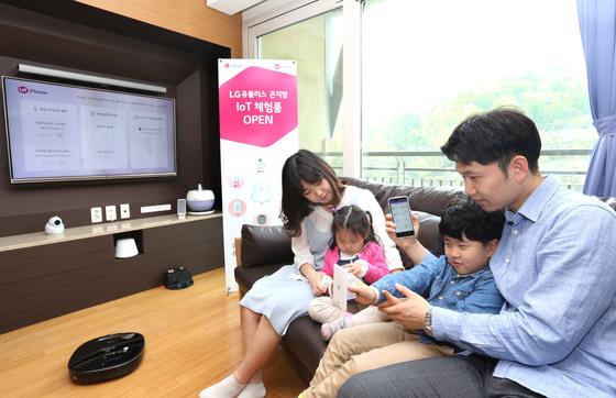 LG유플러스가 국내 최초 'IoT 체험 객실'을 경기도 광주시 곤지암 리조트에 선보였다 [사진 유플러스]