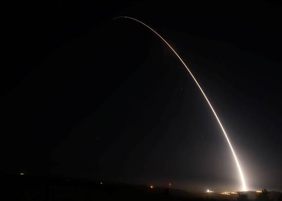 탄두를 장착하지 않은 채 시험 발사된 미니트맨3 대륙간탄도미사일.[로이터=뉴시스]