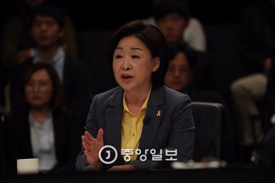 JTBC(중앙일보 ·한국정치학회 공동 주관)가 주최하는 대선후보 토론회가 25일 일산 빛마루 방송지원센터에서 열렸다. 심상정 대선후보가 발언하고 있다. 오종택 기자