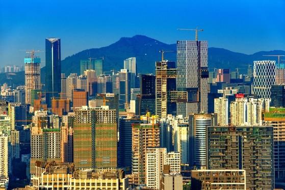 중국의 IT 도시 선전의 스카이 라인은 지금도 하루가 다르게 변하고 있다. [출처: 이매친 차이나]