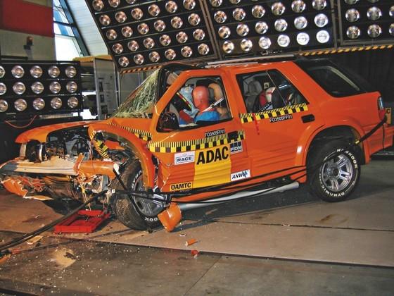 독일자동차클럽(ADAC)이 주관하는 출동테스트를 거친 장링기차(江鈴氣車)의 랜드윈드 [출처: ADAC]