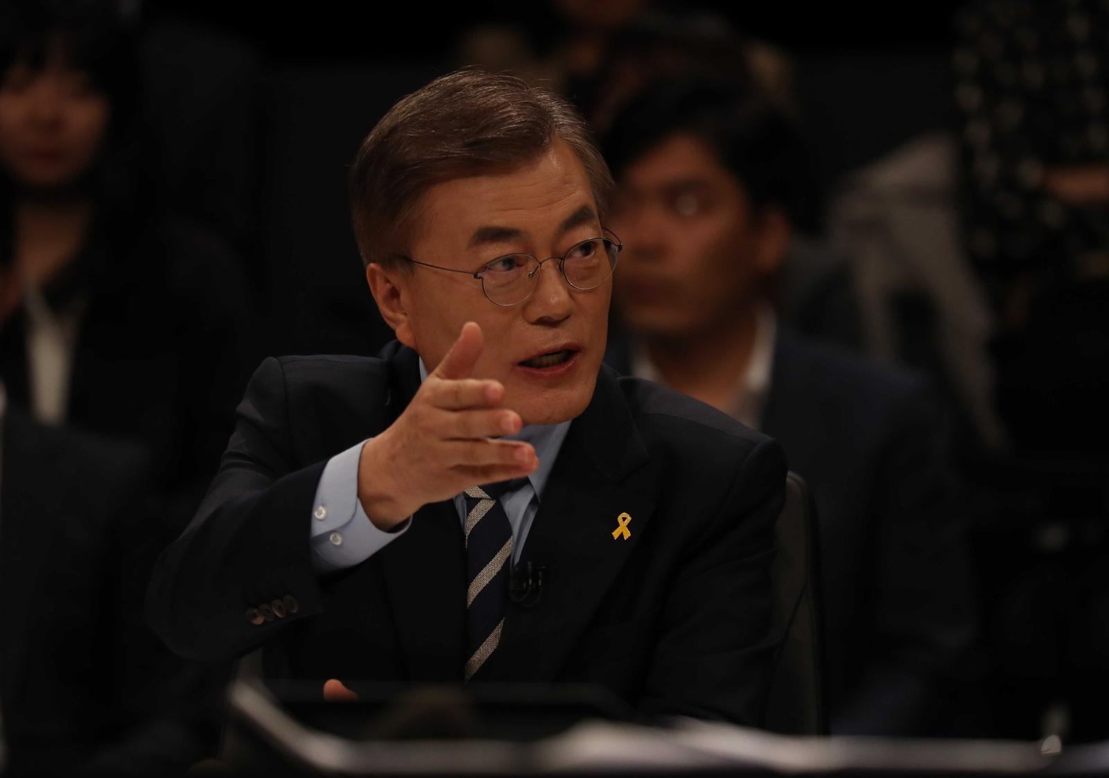 JTBC(중앙일보 ·한국정치학회 공동 주관)가 주최하는 대선후보 토론회가 25일 일산 빛마루 방송지원센터에서 열렸다.문재인 대선후보가 발언하고 있다. 오종택 기자