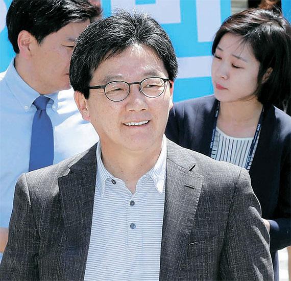 유승민 바른정당 후보는 서울 여의도공원에서 시민들을 만났다. [강정현 기자], [뉴시스]