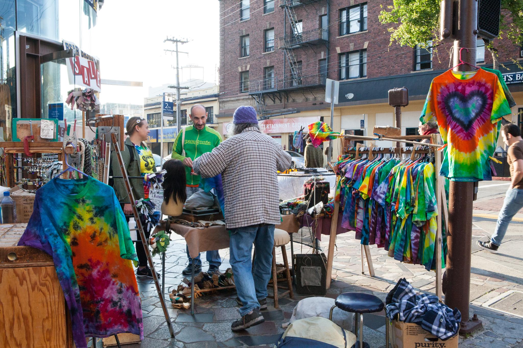 UC버클리 대학가도 히피 운동의 주요 거점이었다. 지금도 히피 관련 제품을 파는 집이 많다.