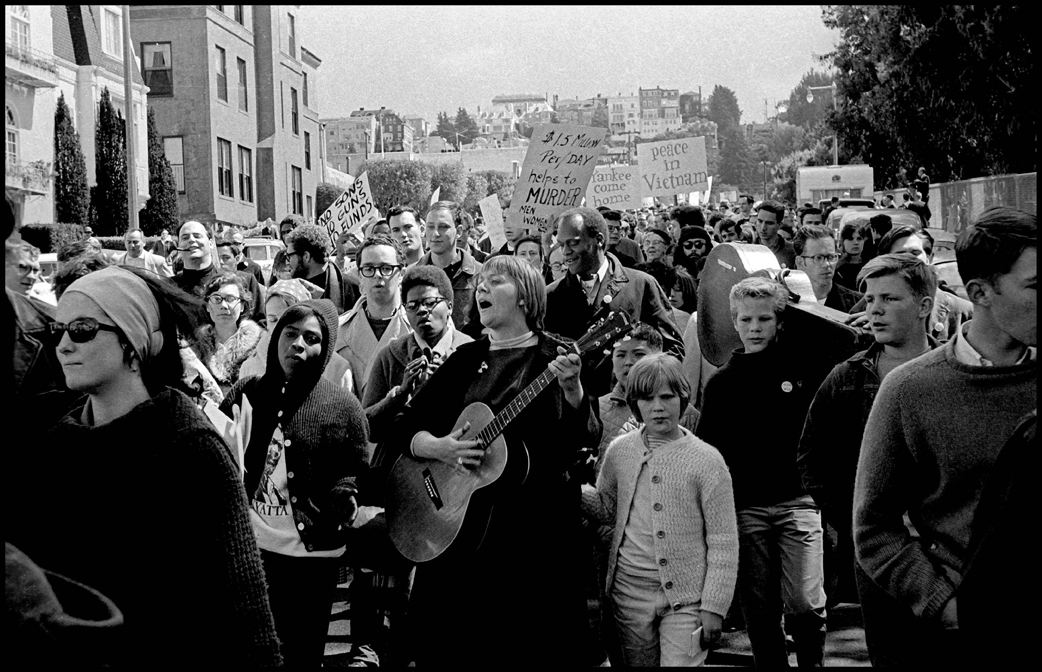 1967년 헤이트 거리를 행진하는 사람들. [사진 샌프란시스코관광청]