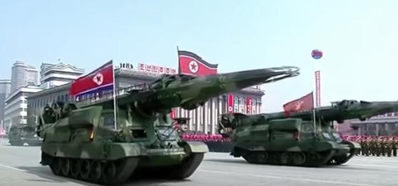 지난 4월15일 북한 열병식 때 등장한 미사일. 스커드를 개량한 대함 탄도 미사일 KN-17로 추정된다. 사진=CSIS MD PROJECT