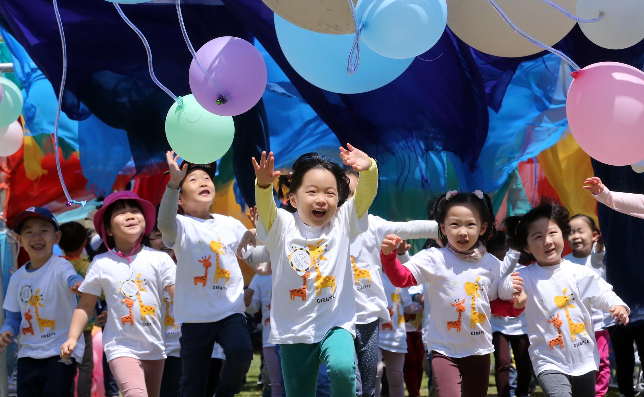 지난해 어린이날을 맞이해 서울 난지천공원 잔디광장에서 열린 어린이축제. [중앙포토]