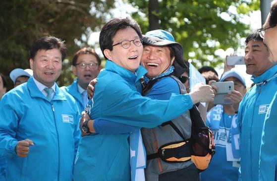 '새로운 보수의 길을 찾는 바른정당 국토대장정팀'은 전국을 걸으며 국민들가 만나고 있다. [사진 이학재 의원실]