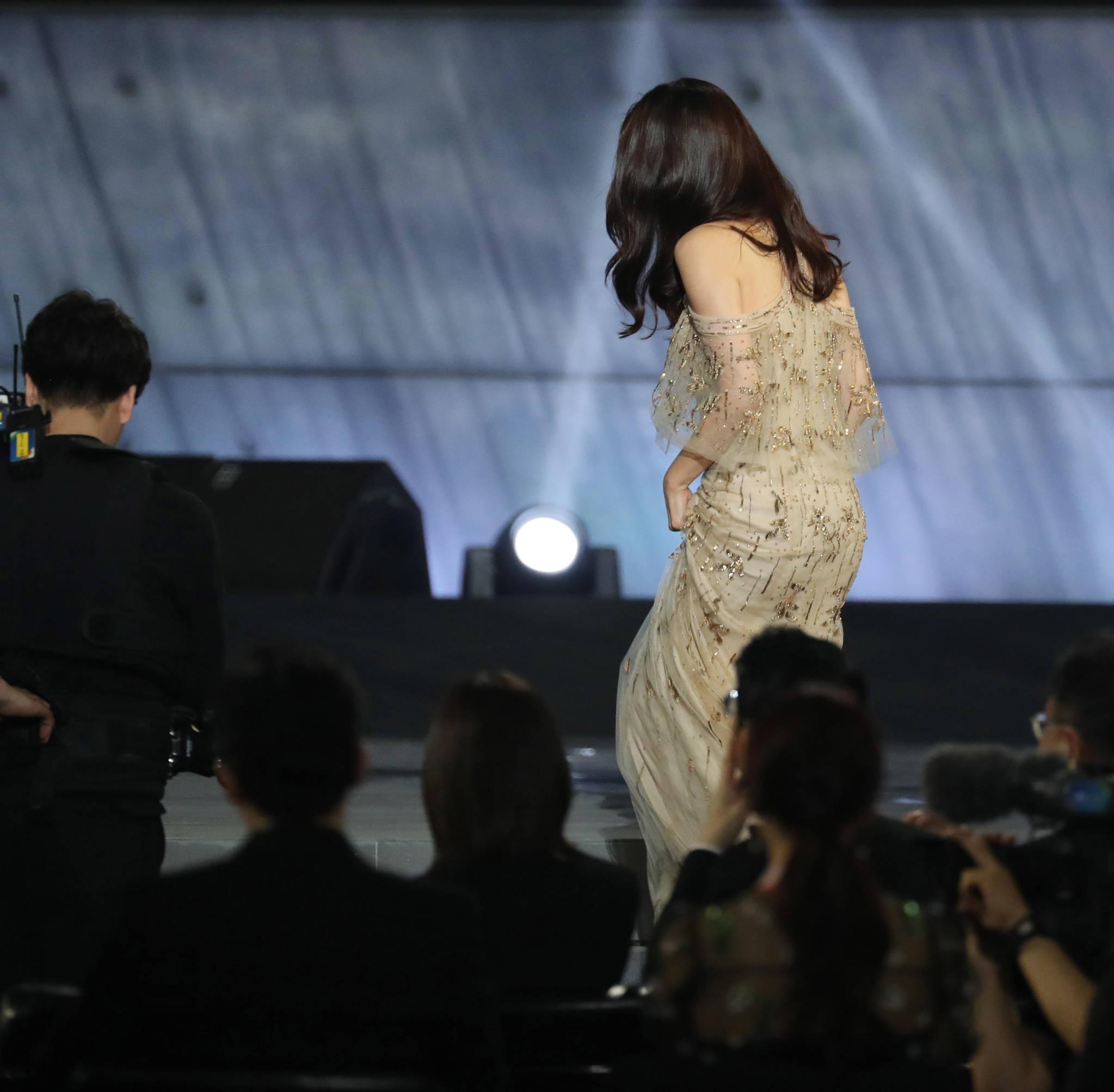 제53회 백상예술대상 시상식...무대에 오르는 손예진