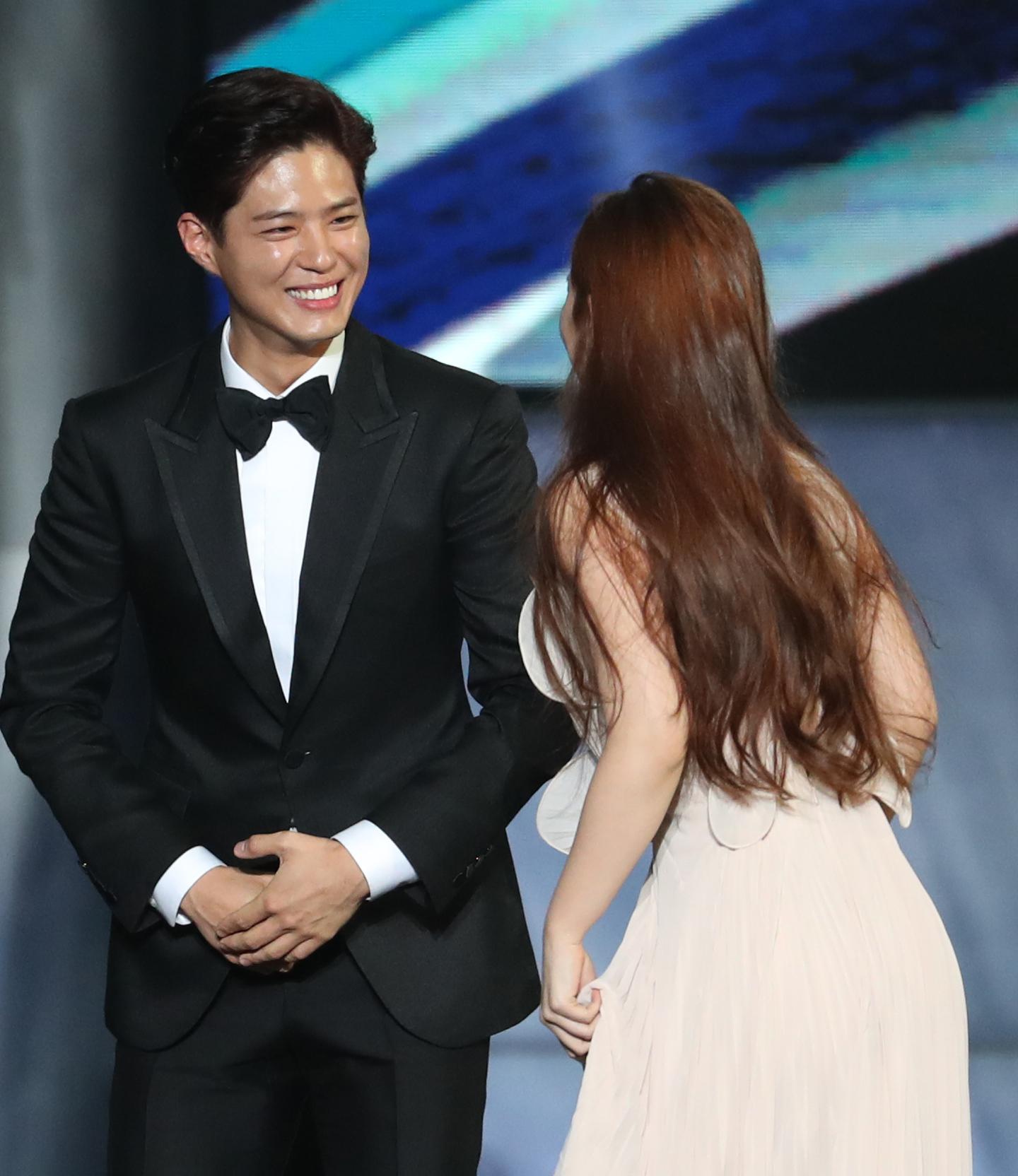 제53회 백상예술대상 시상식...김유정 에스코트하는 박보검