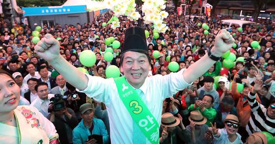 안철수 후보가 3일 오후 전북 남원 춘향교 3거리에서 유세를 가졌다. 사진 박종근 기자