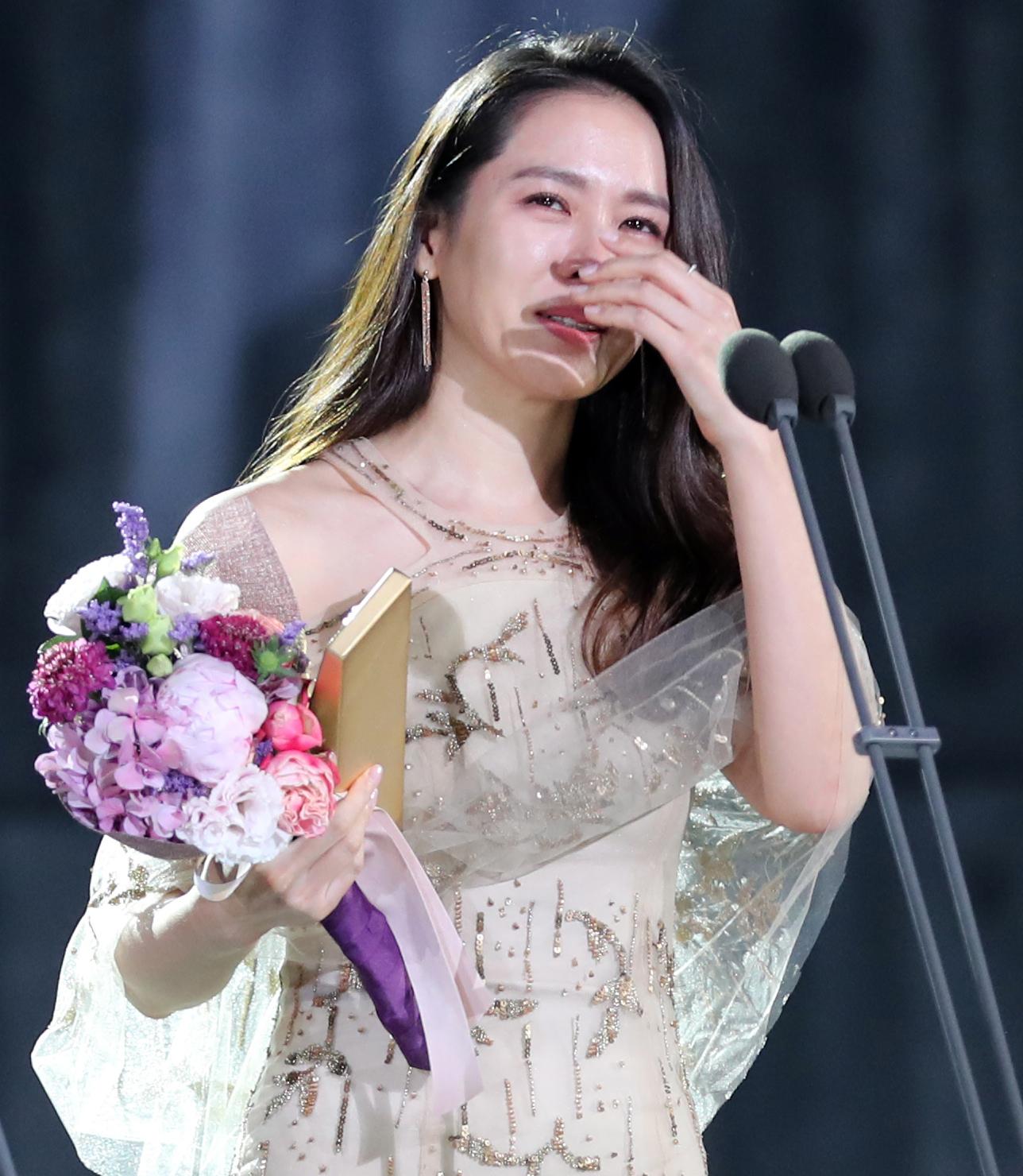 제53회 백상예술대상 시상식 손예진,감격의 눈물