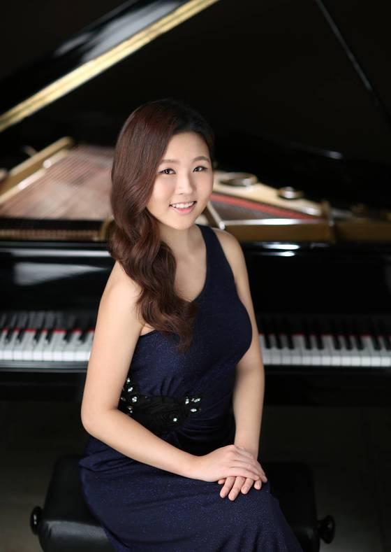 5월에 잇따라 피아노독주회를 여는 피아니스트.문지영. [중앙포토]