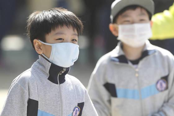 한 초등학교 운동회에서 학생들이 미세먼지 때문에 마스크를 쓰고 있다.대구=프리랜서 공정식