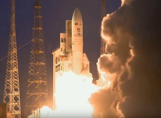 5일 아리안 스페이스(Ariane Space)에서 발사된 '무궁화 위성 7호' 발사 모습. [사진 Ariane Space]