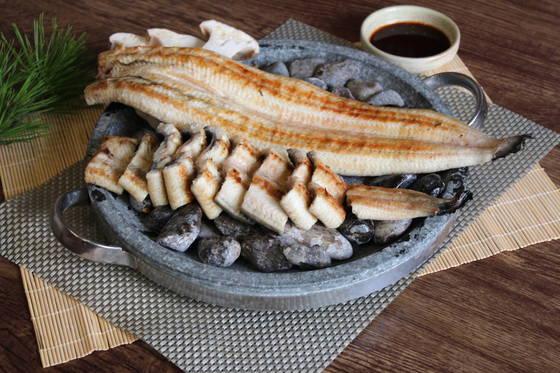 갯벌장어는 민물장어보다 식감이 쫄깃하고 담백하다. 사진은 장어를 잡아 3일간 숙성시켜 구워 육질이 더 쫄깃한임학순원주추어탕의 장어구이.[사진 임학순원주추어탕]
