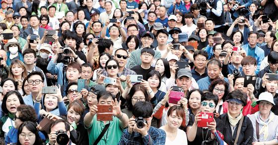대선 후보 선거 유세장에 모인 시민들 [중앙포토]