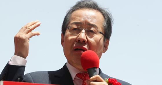 홍준표 자유한국당 후보가 6일 오전 경기도 부천시 부천역 앞에서 유세하고 있다. 장진영 기자