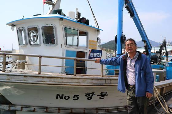 최초로 어미 명태를 잡아 한해성수산자원센터에 보낸 황룡호 선주 최종국씨. 박진호 기자