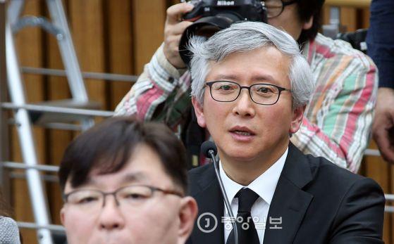 국회 국정조사특위에 출석했던 정기양 교수 [중앙포토]