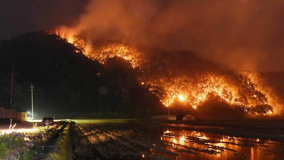 지난 6일 강릉시 성산면에서 발생한 산불 [강원일보]
