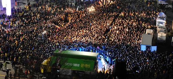 2012년 대선 당시문재인 민주통합당 대선후보는 부산역광장을 마지막 유세 장소로 택했다.[중앙포토]