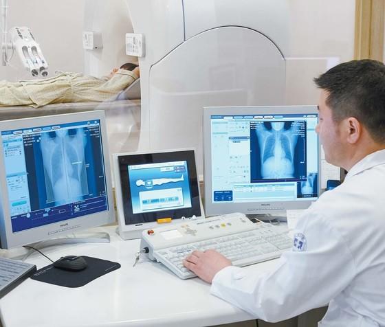 세란병원 종합건강검진센터에서 수진자가 최첨단 CT 촬영을 하고 있다. [사진 프리랜서 안재욱]