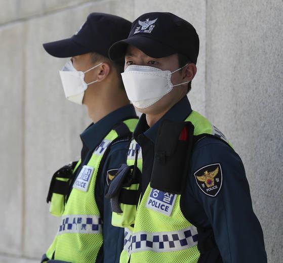 7일 서울 경복궁에서 근무 중인 경찰. 임현동 기자