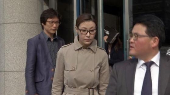 과거 성매매 혐의로 재판받던 배우 성현아씨. [사진 일간스포츠]