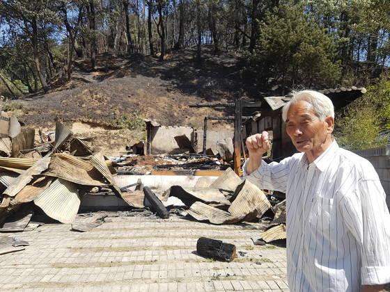 지난 6일 발생한 강릉 산불로 집을 잃은 최종필(76)씨. 박진호 기자