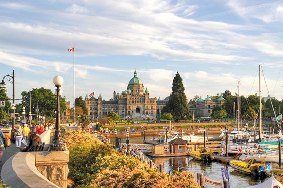 캐나다 브리티시컬럼비아주의 주도 빅토리아. 주 의사당 건물과 배들이 정박한 항구가 어우러진 풍경이 꼭 영국의 어느 도시 같다.