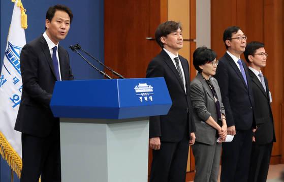 임종석 대통령 비서실장이 11일 청와대 춘추관에서 수석 비서관 추가 인선 발표하고 있다. 김성룡 기자
