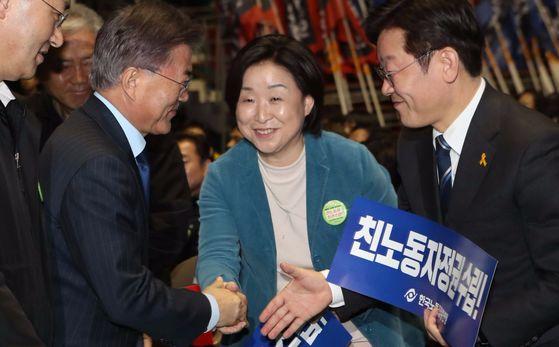 대선 경선당시 열린 한국노총 전국단위노조 대표자대회에 참석한 문재인 대통령(왼쪽)과 정의당 심상정 대표(가운데), 이재명 성남시장(오른쪽). 오종택 기자