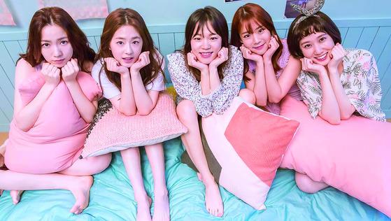 지난해 방영된 '청춘시대'의 주인공 5인. 왼쪽부터 류화영(이나), 박혜수(은재), 한예리(진명), 한승연(예은), 박은빈(지원). [사진 JTBC]