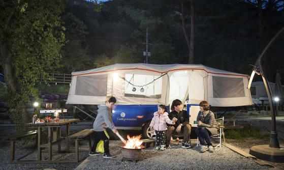 음식만 챙겨가면 된다…하룻밤 4만원짜리 럭셔리 캠핑