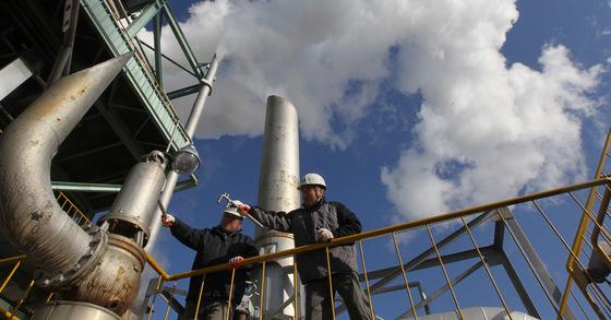 문재인 대통령이 15일 노후 화력발전소 8기에 대한 일시 가동중단을 지시했다. [사진 김상선기자]