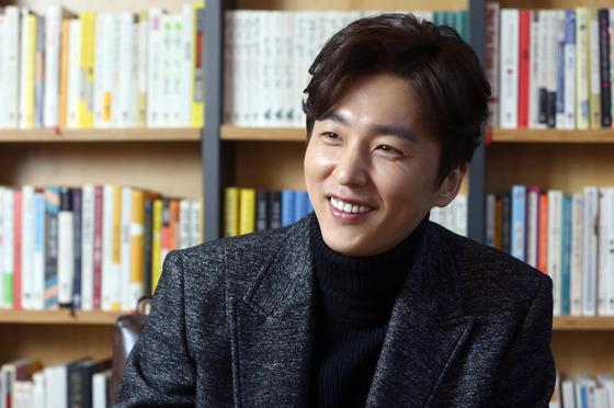 '우주일지' 책 쓴 배우 신동욱. [사진 중앙포토]