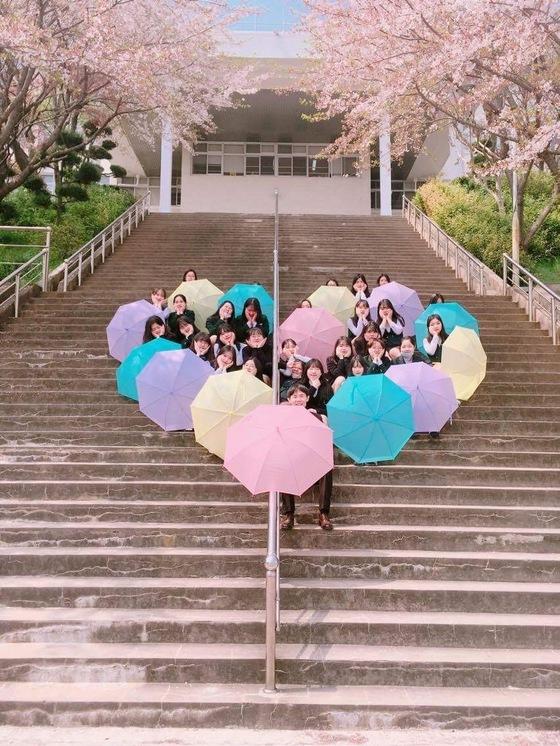 (대상) '핑크빛 봄날에 사랑하는 친구들과 존경하는 선생님과…' <광주대성여고, 박수연>