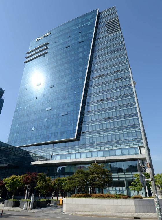 서울 상암동 팬택 본사 전경. 건물주는 한샘으로 팬택은 이 건물에 세들어 있다. [중앙포토]