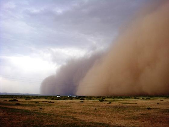 몽골에서 관찰되는 모래먼지 폭풍[사진 푸른아시아]