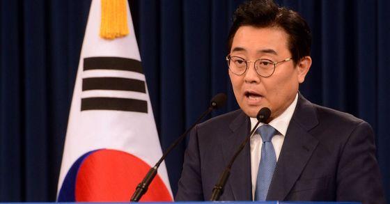 전병헌 정무수석이 14일 오후 청와대 대브링핑실에서 인사말 하고있다. 사진 : 청와대사진기자단
