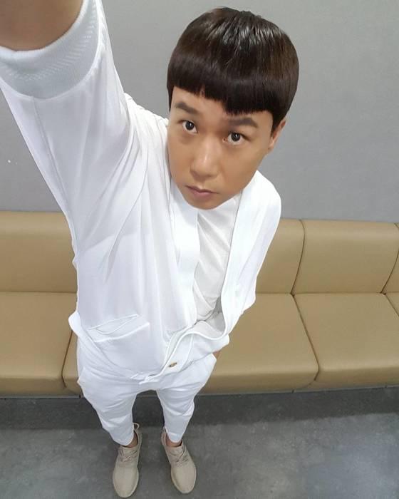 이상민의 올-화이트 룩 [사진 이상민 인스타그램]