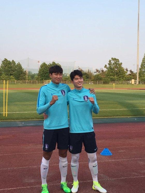 17일 전주월드컵경기장 보조구장에서 열린 훈련을 앞둔 20세 이하 대표팀 정태욱-이상민.