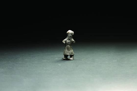 경주 월성 유적지에서 발견된 터번을쓴 이란계 추정 토우. [사진 문화재청]