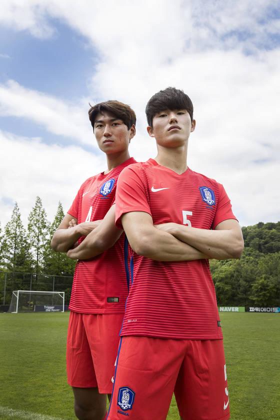 호흡이 척척 맞는 U-20 축구대표팀 수비수 정태욱(왼쪽)과 이상민은 이번 U-20 월드컵에서 철벽 수비진을 함께 만들자고 결의했다. [파주=우상조 기자]